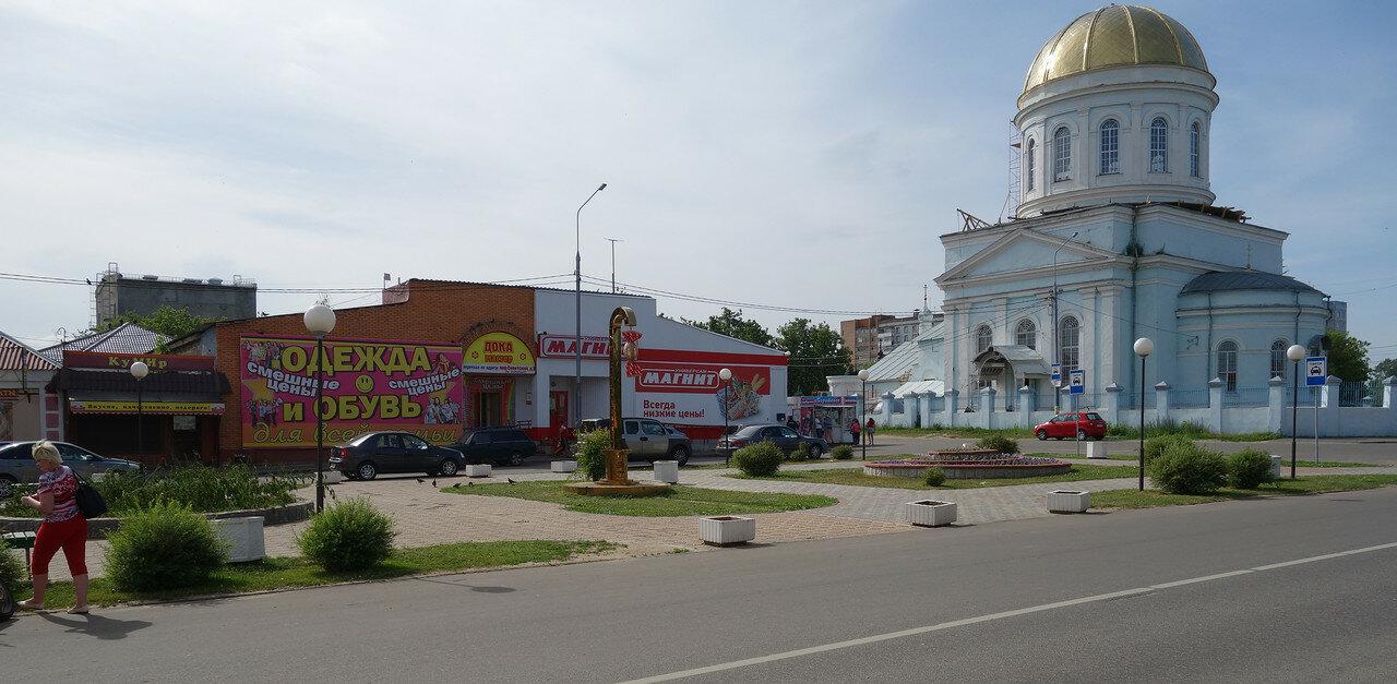храм и 'православный' Магнит