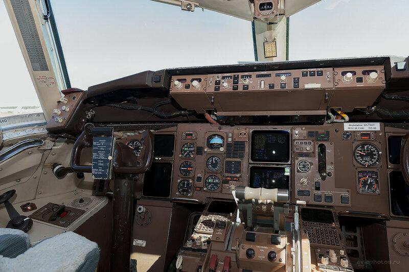 Boeing 757-230 (RA-73017) ВИМ-Авиа D701058