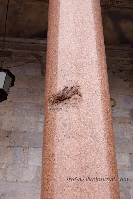 След от немецкого снаряда на колонне Исаакиевского собора (собор преподобного Исаакия Далматского), Санкт-Петербург