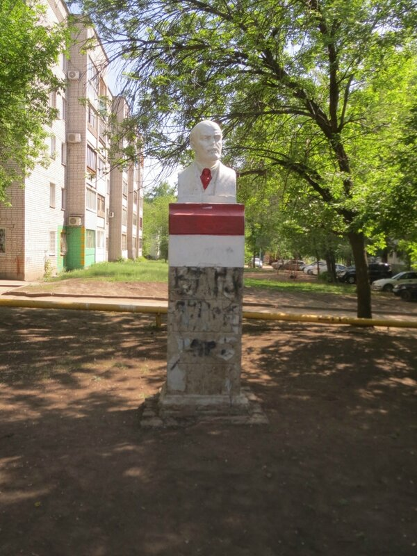 Сквер у ГМК и Ленин 061.JPG
