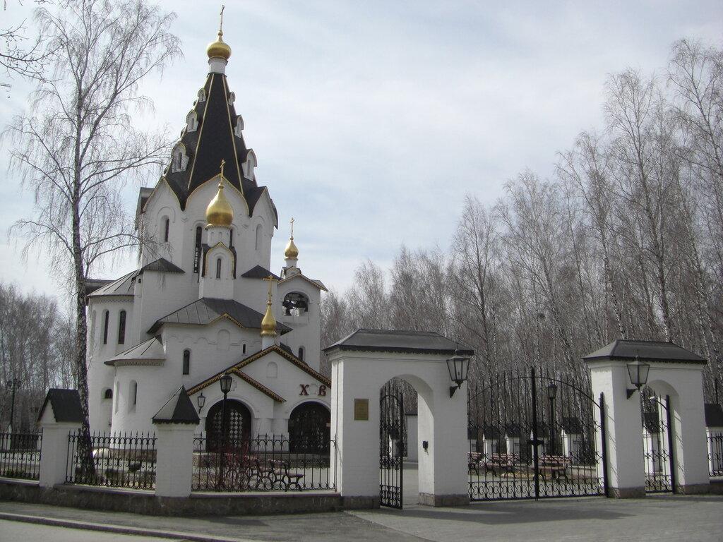 Вид на церковь с другой стороны (24.04.2014)