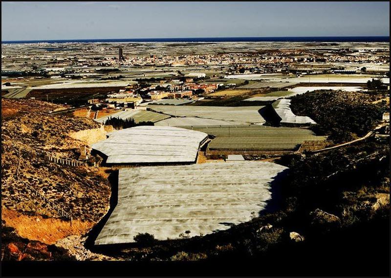 3. В объективе пролетавшего мимо спутника провинция Альмерия – одно из самых узнаваемых мест на план