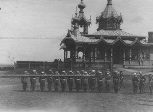 Император Николай II, великий князь Владимир Александрович во время беседы перед строем офицеров на полковом празднике; на втором плане - новая церковь святого благоверного князя Александра Невского.