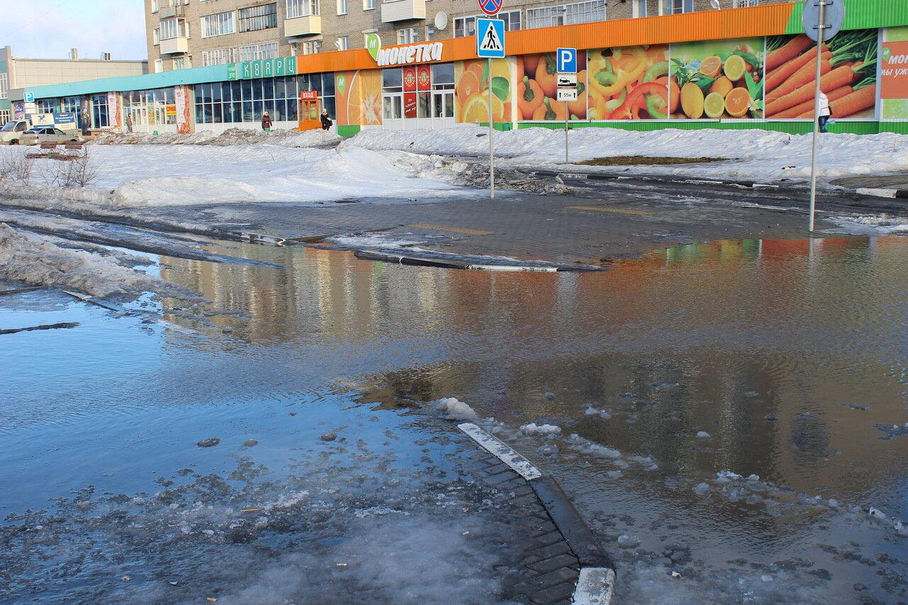 Затопило привокзальную площадь