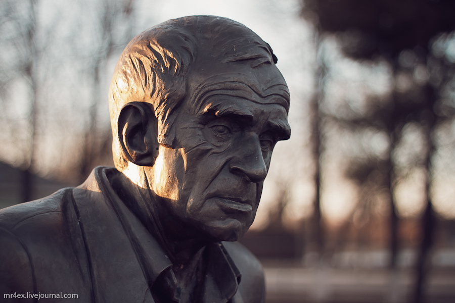 Россия, Себеж, Набережная в Себеж, памятник Кердту