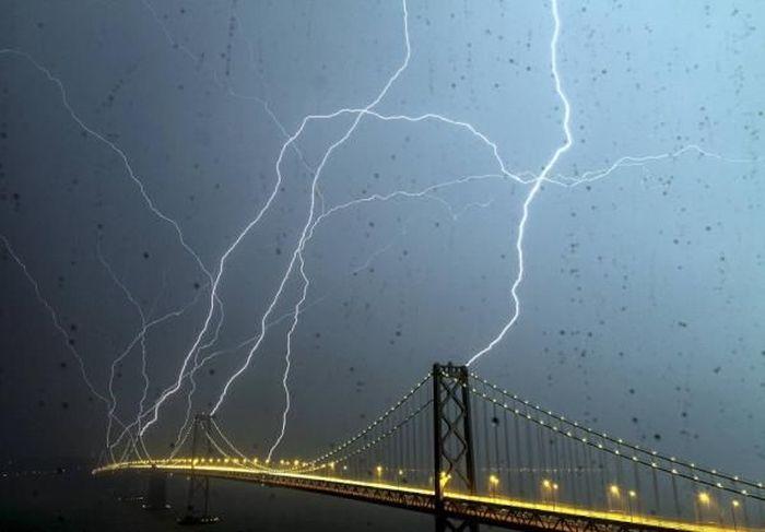 Красивые фотографии молний в самых разных местах и ситуациях 0 a552b 18602020 orig