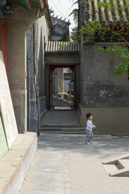 Проходы между монастырскими зданиями, храм Белого облака, Пекин