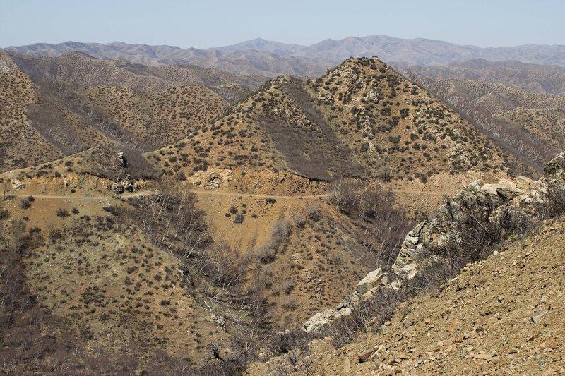 старая дорога  в горах инь шань, внутренняя монголия, китай