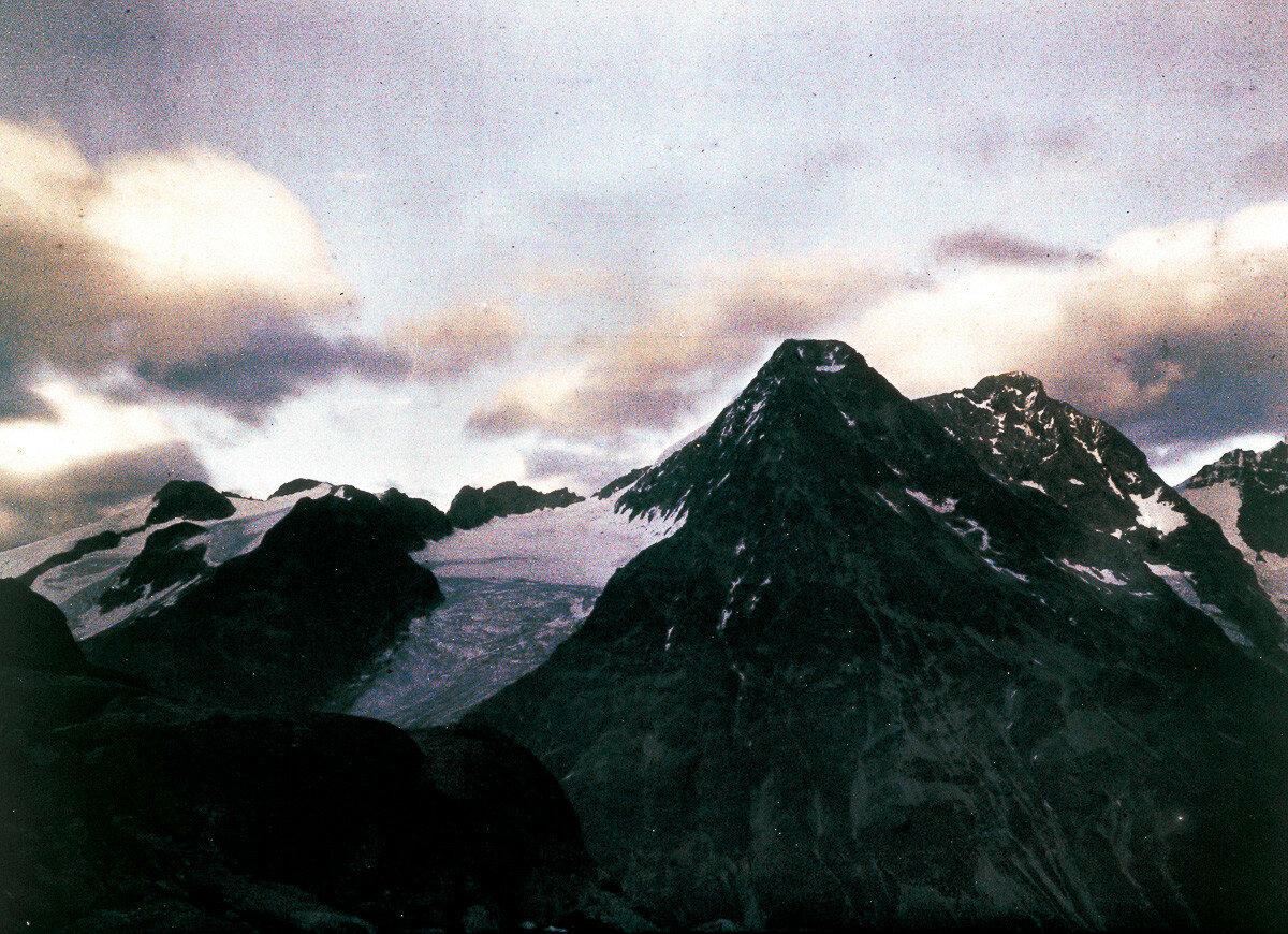 1925. Горные вершины