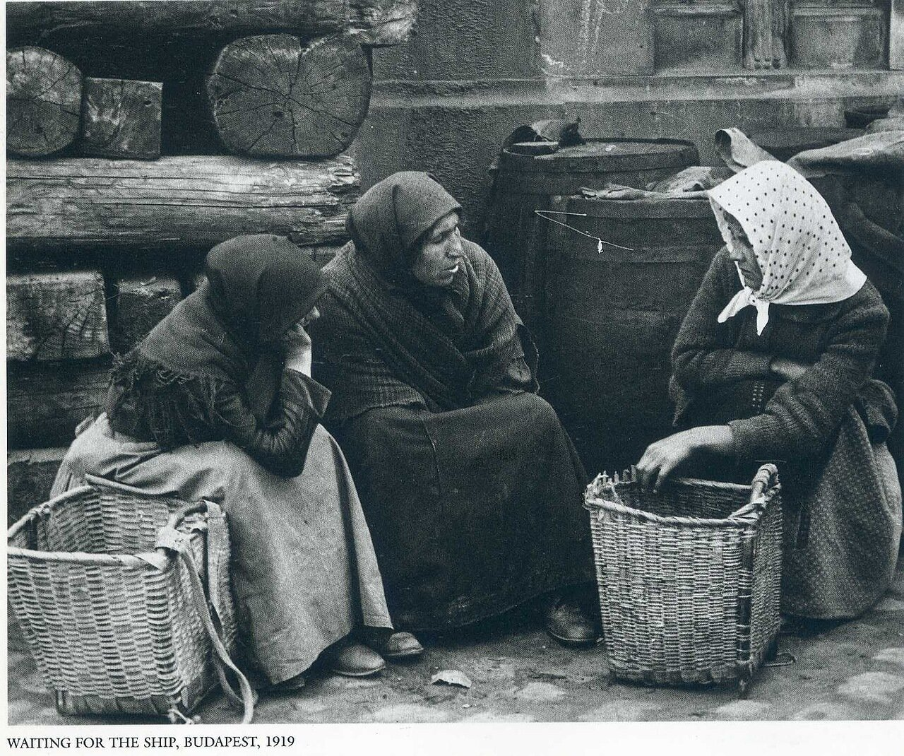В ожидании судна, Будапешт, 1919