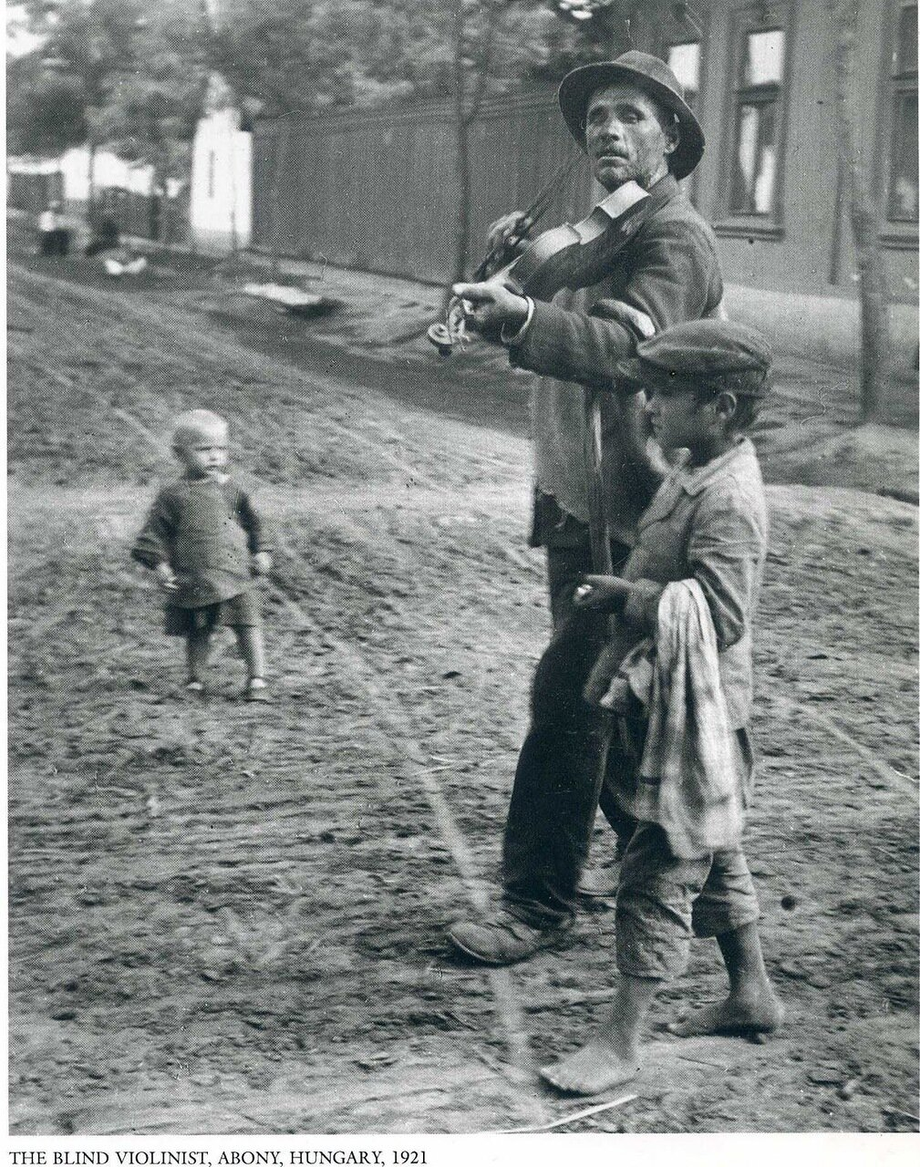 Слепой скрипач. Абонь, Венгрия, 1921