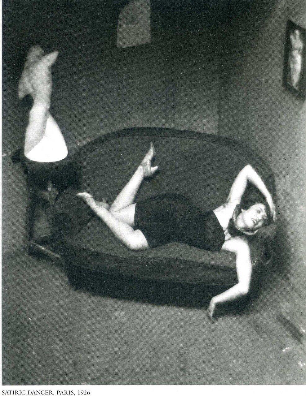 1926. Сатирическая танцовщица, Париж