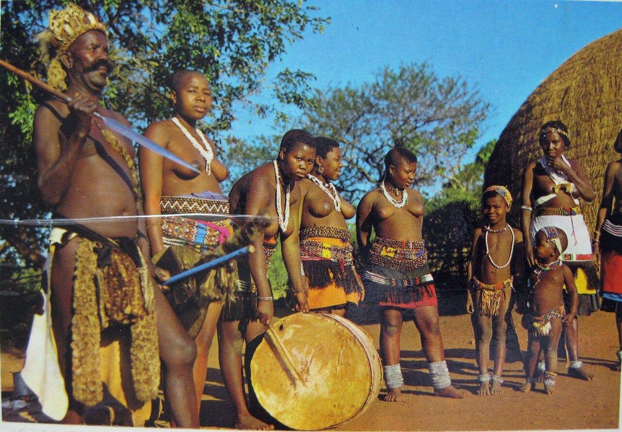 Вождь зулусов и члены его семьи. Наталь, Южная Африка