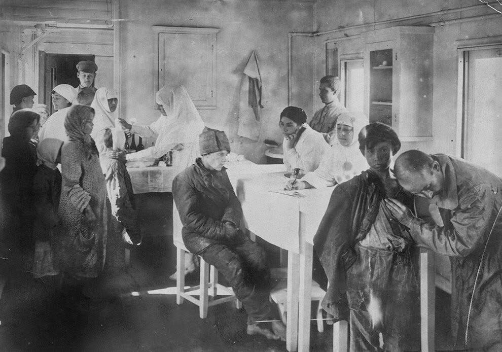 1921. В мед. пункте. Поволжье