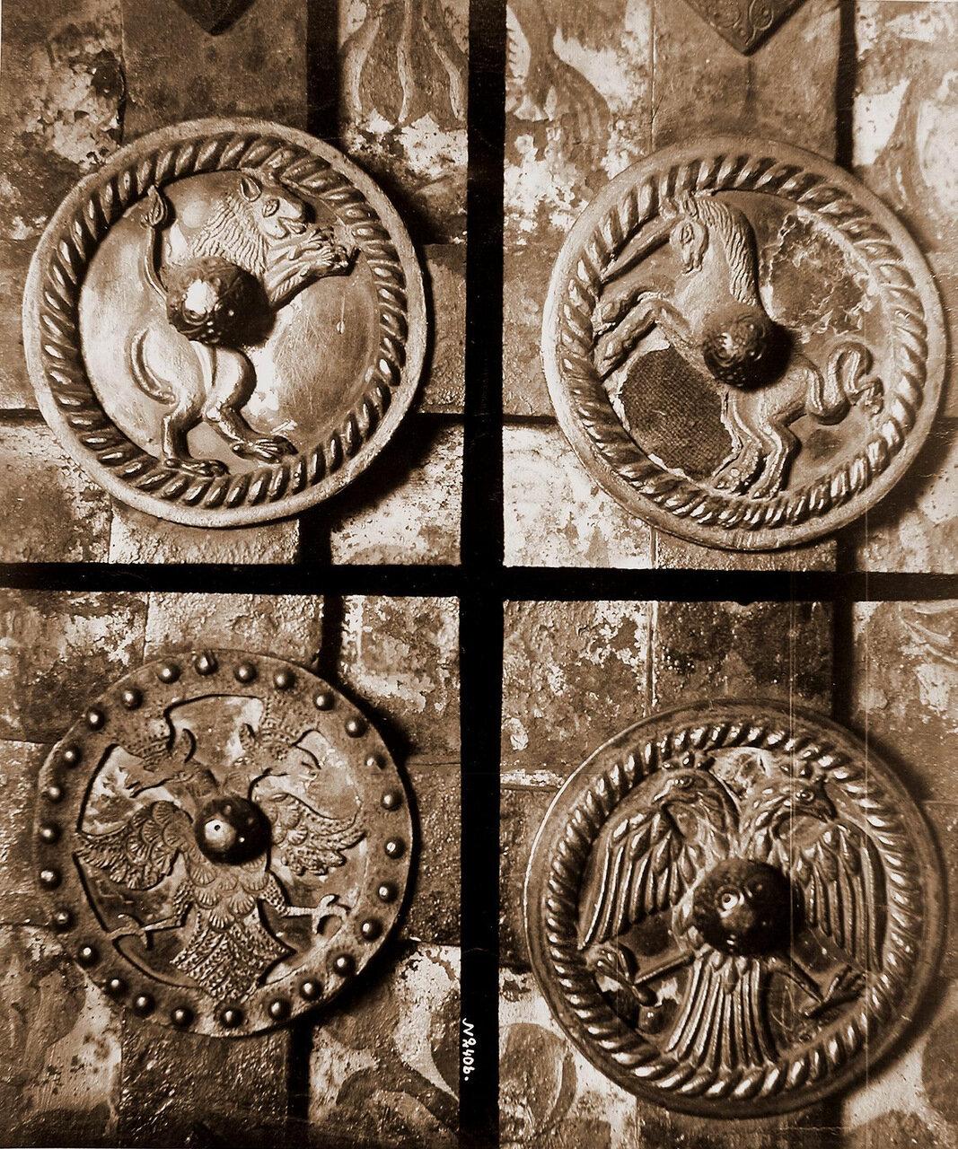 Вид деталей дверей церкви Иоанна Предтечи в Толчкове