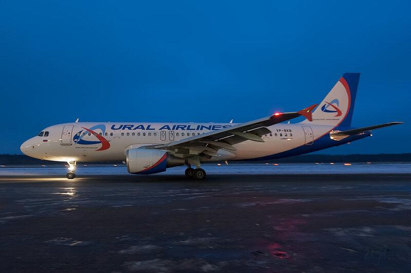 Airbus A320-214 (VP-BKP) Уральские Авиалинии D707847