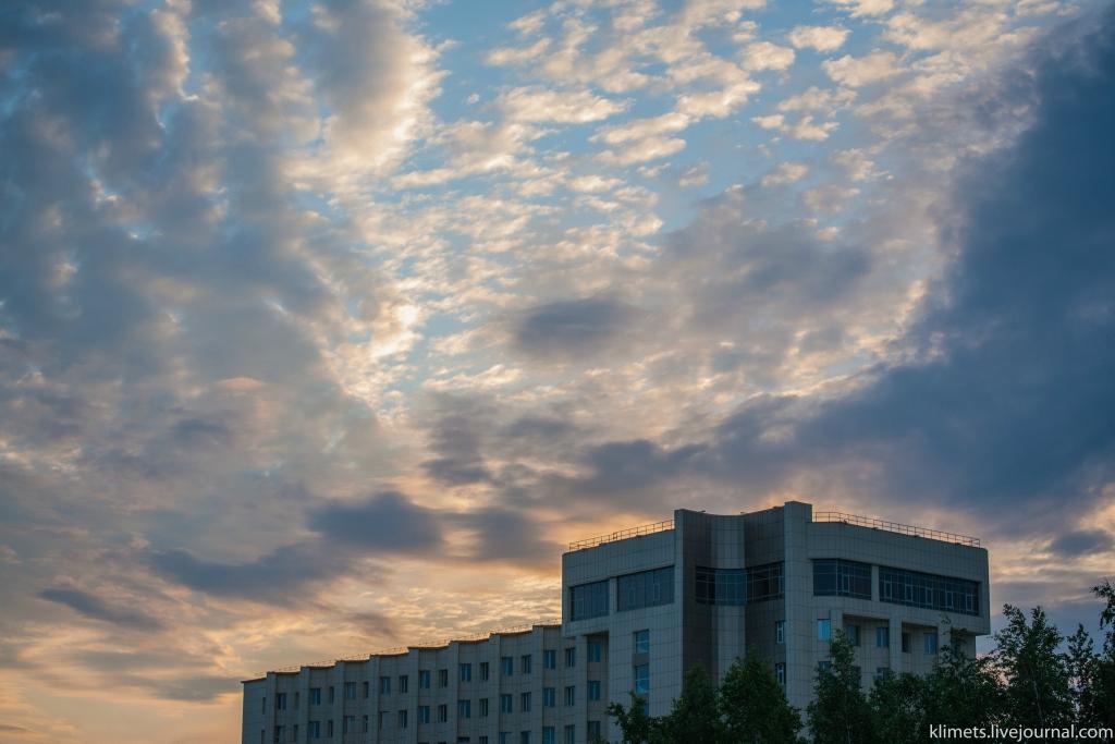 На месте небольших стойбищ и поселков выросли крупные индустриальные города: сургут (318 800 чел), нижневартовск