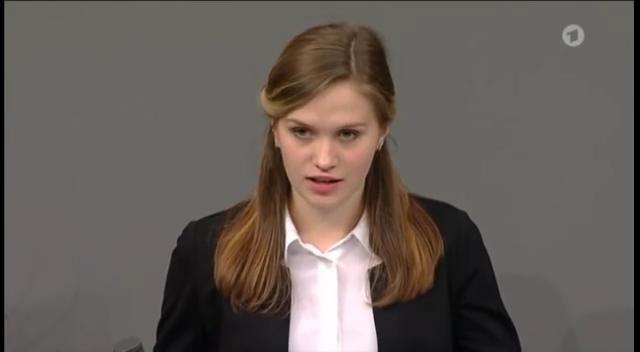 19.11.2017 Школьники из Уренгоя выступление в бундестаге Bundestag