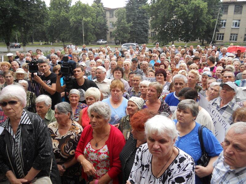 Митингующие были недовольны кулуарными решениями чиновников
