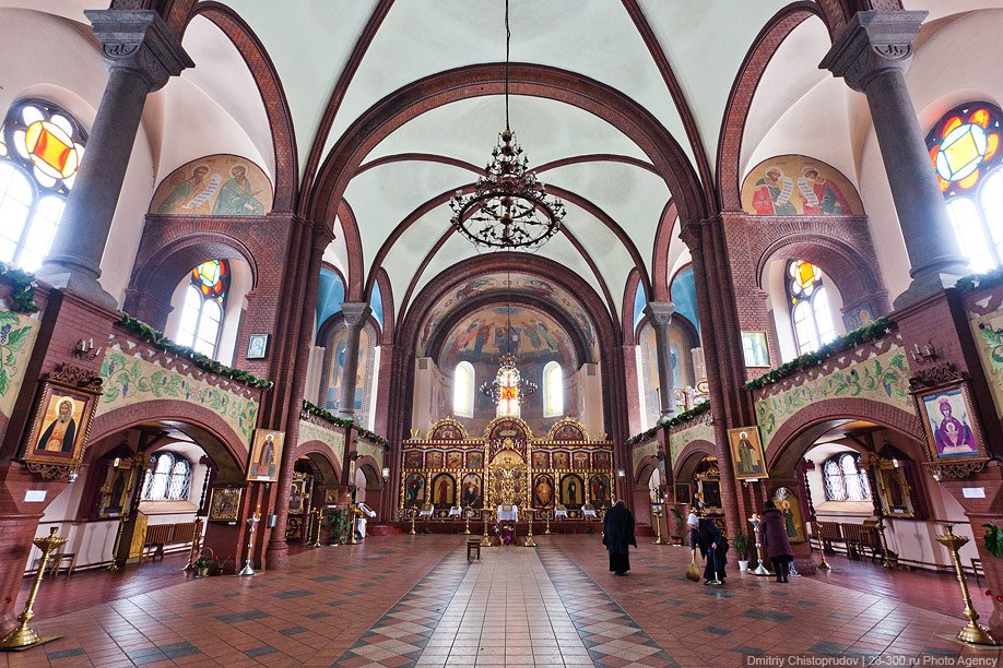Храм Святого Бруно Кверфуртского  — католический храм в центре города. После Второй
