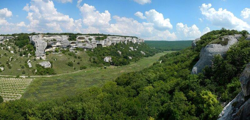 Долина между Эски-Кермен и Зангурма-Кобалар