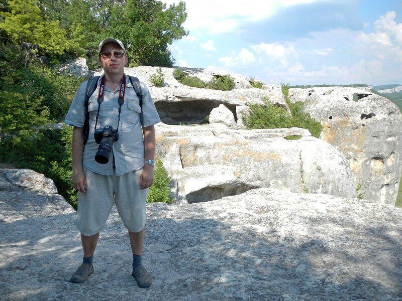 Я на фоне пещер в Эски-Кермен