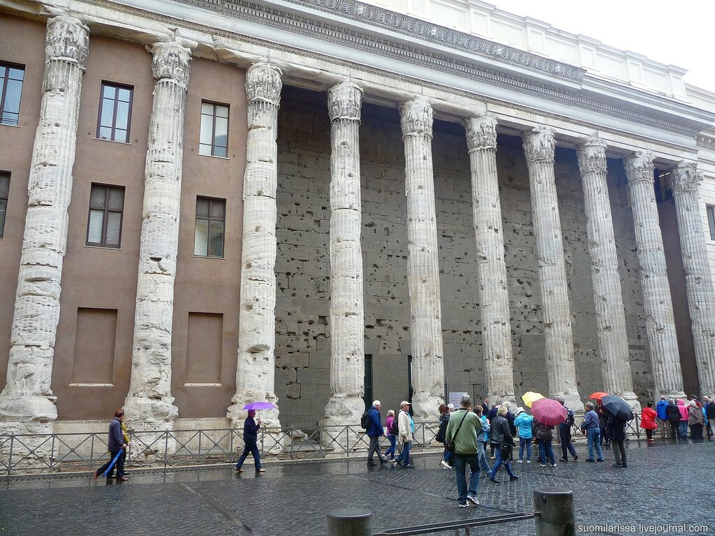 Храм Адриана.