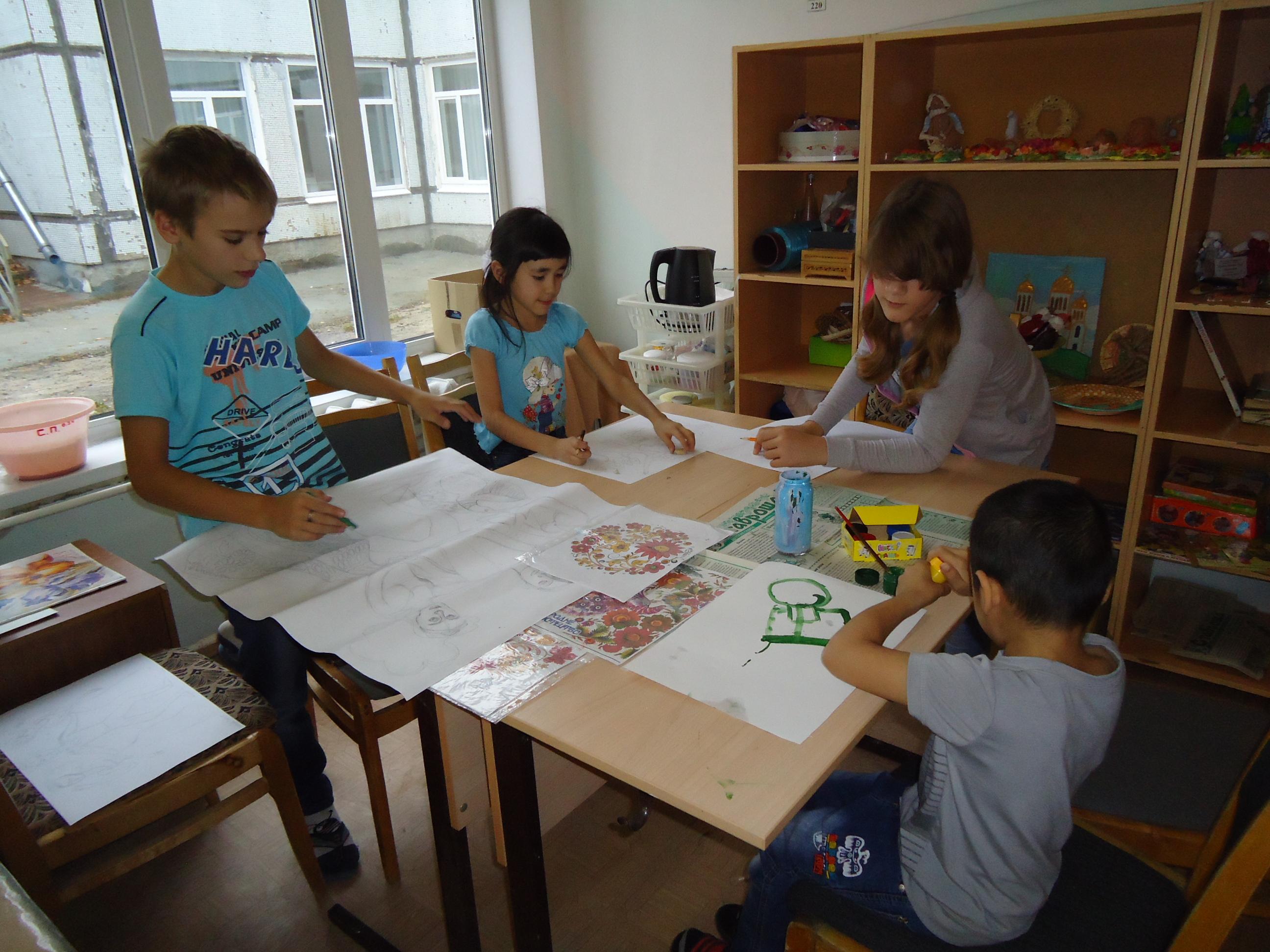 Заняия рисованием в Детском доме №10 г. Тольятти