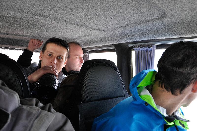 Сидим в такси, радуемся что купили вино