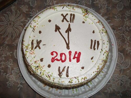 Вид новогоднего торта до полуночи