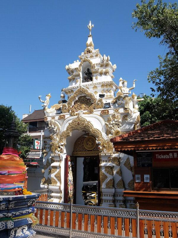 Чиангмай - Ват Чеди Луанг - На территории храма