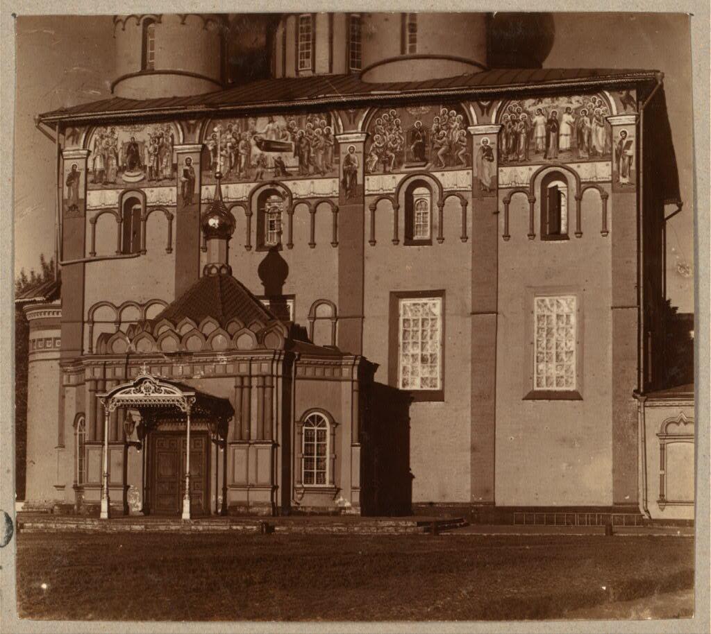 Фрески на стенах Успенского собора в Ярославле. 1910.