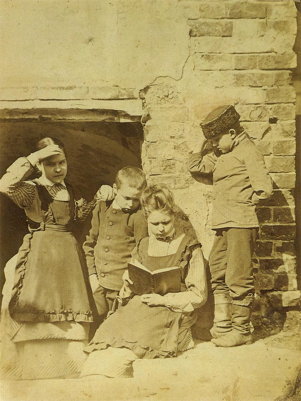 Дети с книжкой