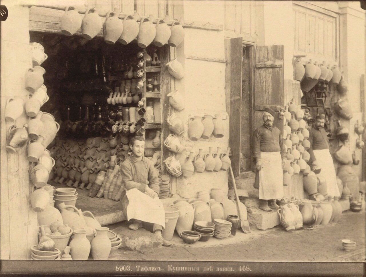 Две кувшинные лавки. 1890