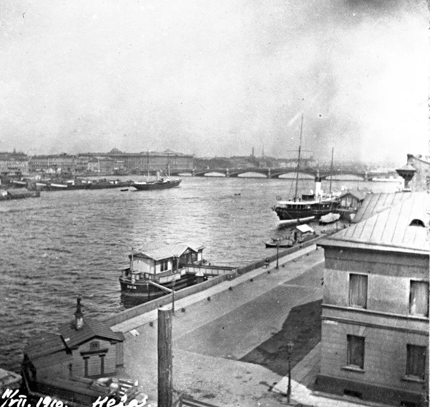 Яхта «Нева» у Английской набережной