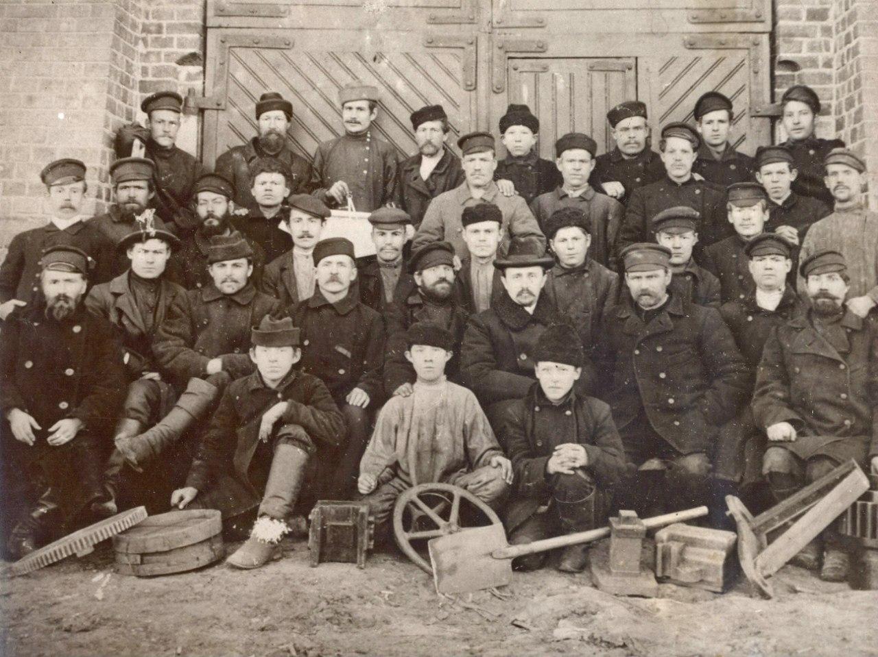 Рабочие и служащие главных железнодорожных мастерских 1906