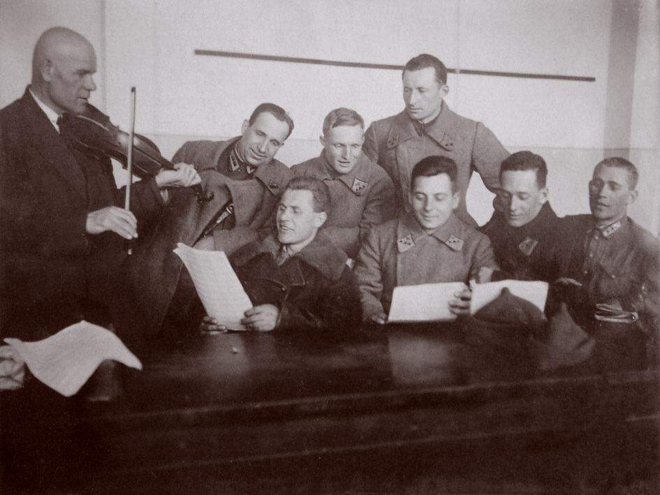 1935. Занятия хорового кружка 21 баб. Ростов-на-Дону