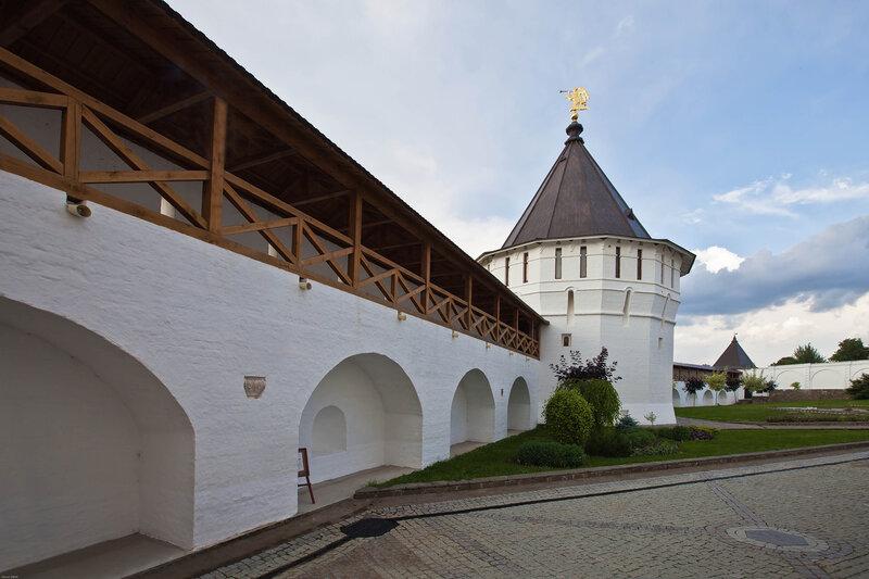 Высоцкий мужской монастырь в Серпухове - Монастырские стены