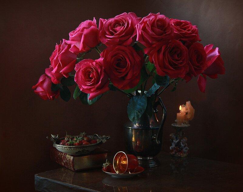 С розами и клубникой