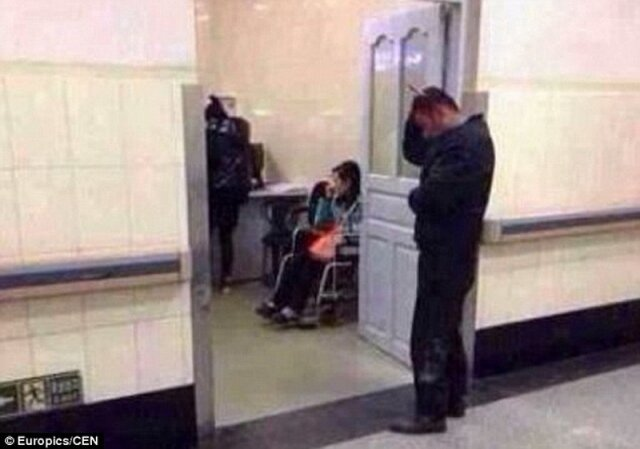 Китаец наведался в больницу с торчащим из головы ножом