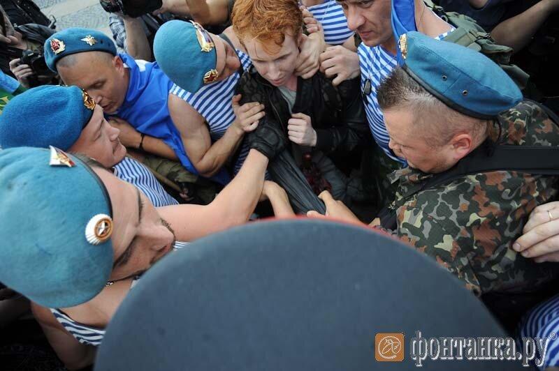 Одиночный гей-пикет в день ВДВ