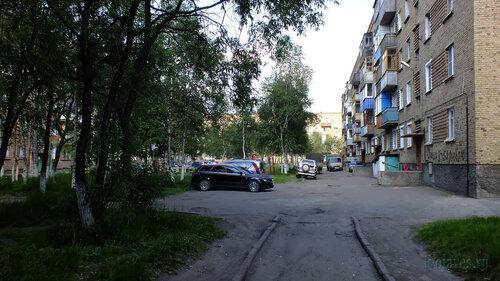 Фотография Инты №4954  Двор (северная сторона дома) Чернова 4 05.07.2013_15:27