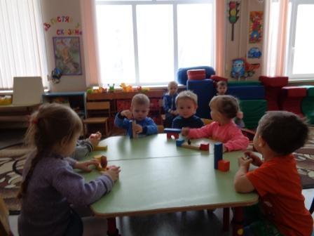 Игры малышей со строителем 3.JPG