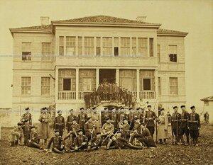 Группа офицеров и солдат Лейб-гвардии 4-го Стрелкового батальона (императорской фамилии).