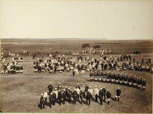 Солдаты и офицеры 1-го батальона Лейб-гвардии Павловского полкана биваке.
