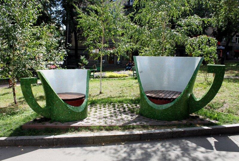 Дизайнерские скамейки на Прорезной