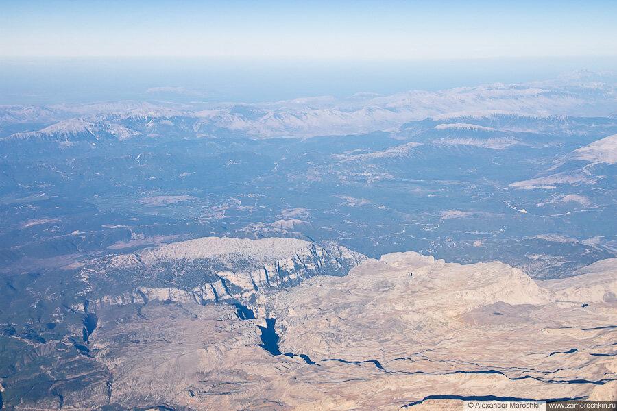 Ущелье Викос и горы Пинд с самолёта