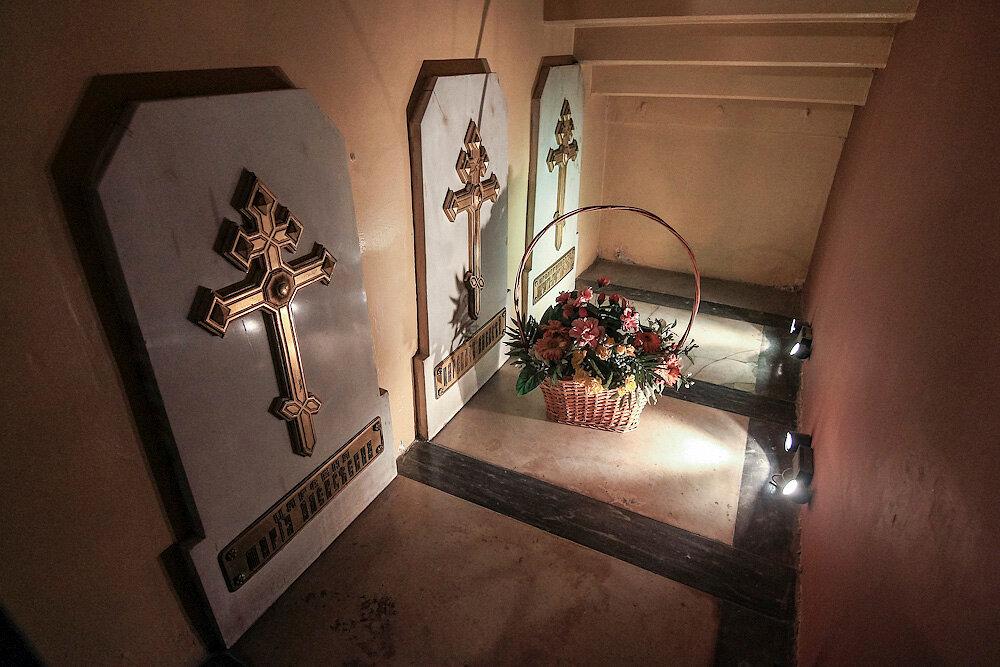 20. Но самые первые захоронения в соборе можно увидеть лишь на экскурсии на колокольню собора, которую успели...