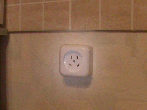 Фото 8. Розетка электроплиты. В квартире установлена трёхфазная розетка при том, что электроснабжение плиты осуществляется по однофазной схеме - явная халатность электромонтажников.