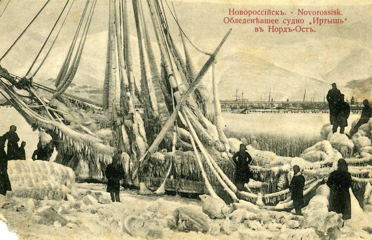 Обледеневшее судно Иртыш в Норд-Ост